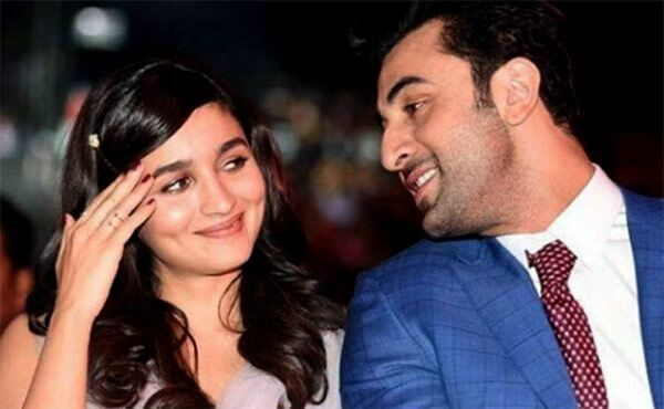 Ranbir Kapoor and Alia Bhatt Make it Official!