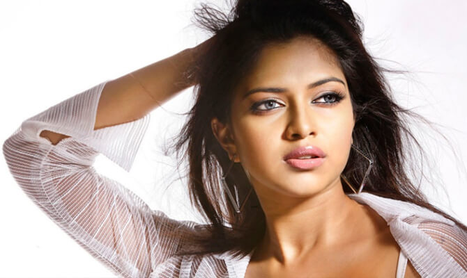 Bollywood is straightforward, Kollywood is fake: Amala Paul